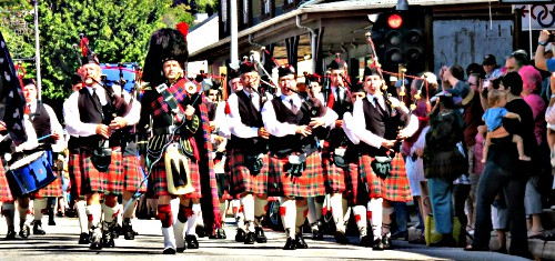 Street Parade of the Bands attending the Knysna Celtic Festival